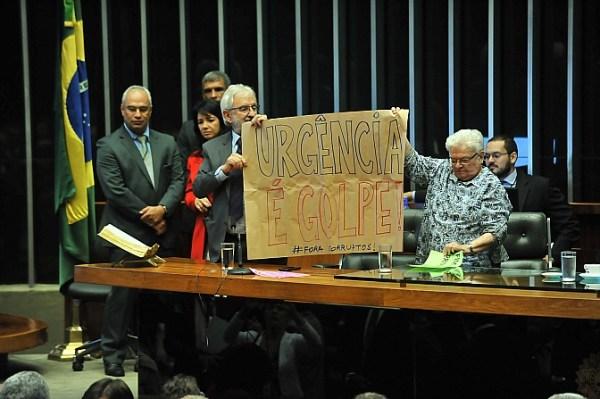 """Erundina chegou a ocupar a cadeira de Rodrigo Maia e a chamar proposta de """"desgraça"""". Foto: J.Batista/Ag. Câmara"""