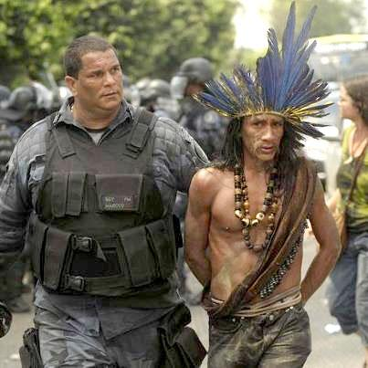 Luta do povo indígena na Aldeia Maracanã. Índio que luta é índio incômodo