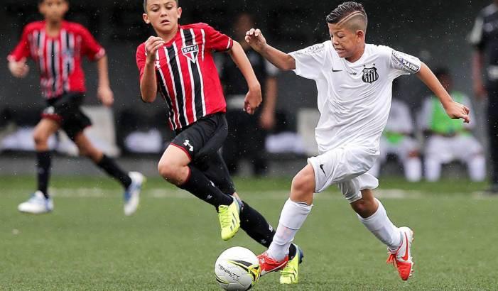 Projeto que muda idade mínima de jogador ameaça direitos de crianças no futebol
