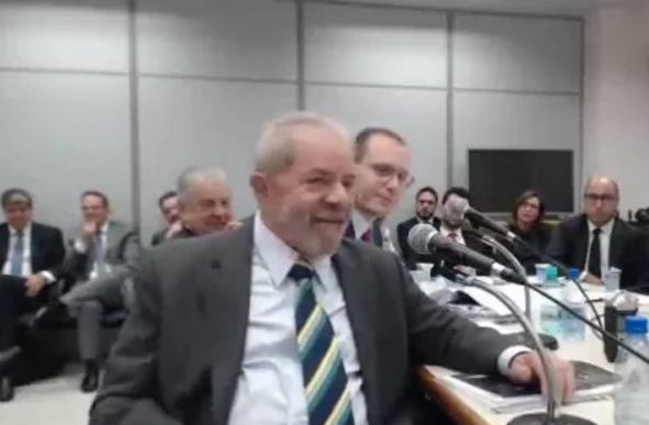 Lula denuncia justiçamento pela mídia: 55 capas de revistas, 1.146 manchetes e o equivalente a 12 partidas de futebol contra ele no JN