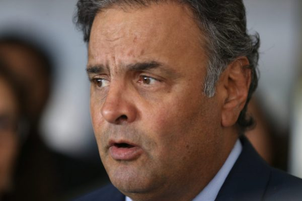 Ofensas na internet: Juiz obriga Facebook a fornecer dados de usuária para Aécio Neves