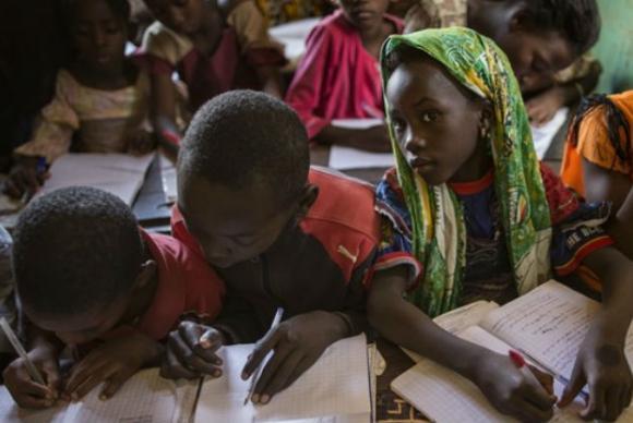 ONU: Pobreza pode cair pela metade se adultos completarem ensino secundário