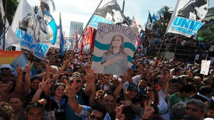 Começa a mover-se o xadrez político na Argentina
