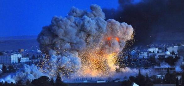 Governo sírio: Forças lideradas pelos EUA matam 43 civis em bombardeio de prédio residencial