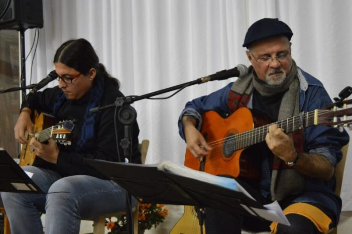Anchieta/SC: Trovadores Pedro Munhoz e Pedro Pinheiro iniciam apresentações pela região