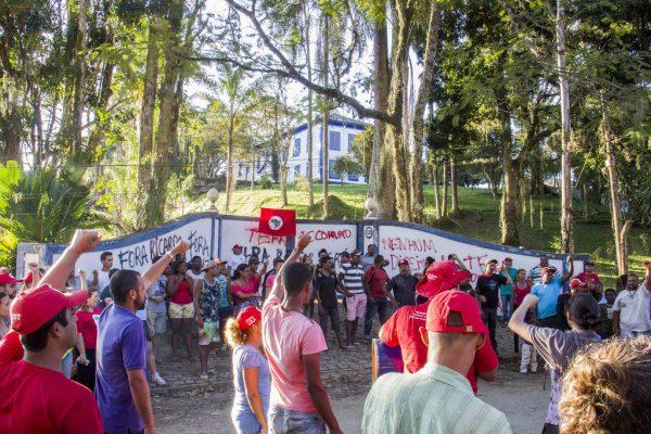 Famílias Sem Terra desocupam fazenda de Ricardo Teixeira celebrando ação vitoriosa