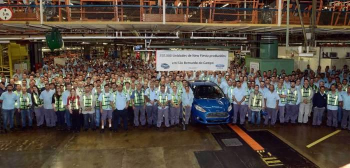 Ford demite 364 pessoas no ABC e trabalhadores aprovam resistência