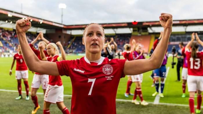A seleção da Dinamarca cede parte de seu salário ao futebol feminino para igualar direitos
