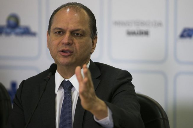 Ministro de Temer financiado por planos de saúde autoriza expansão de seus negócios