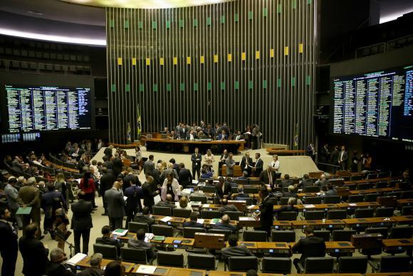 Câmara adia novamente votação da PEC da Reforma Política