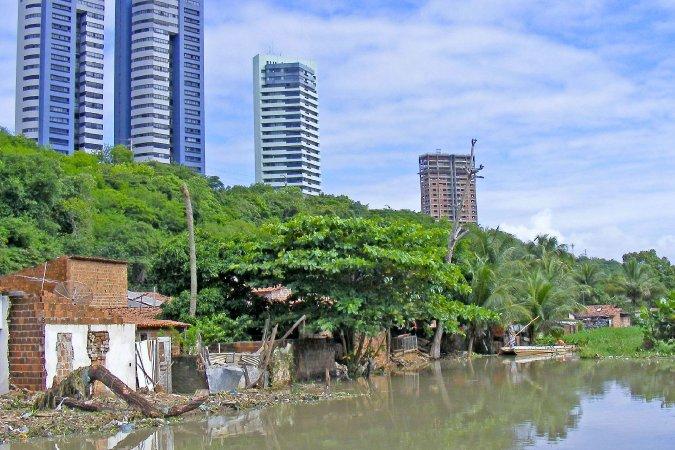 81% dos municípios despejam esgoto em rios