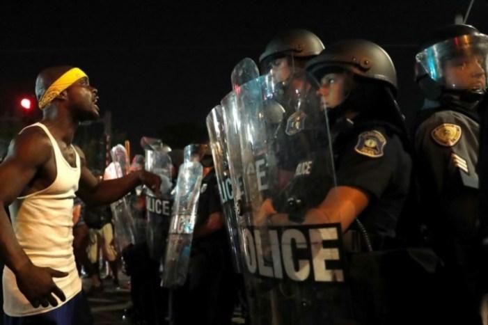Quarto dia de protestos em St. Louis (EUA), após absolvição de agente