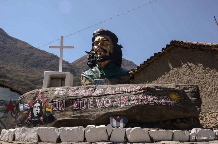 Fotógrafo registra cenas de La Higuera, Bolívia, local onde Che foi morto há 50 anos