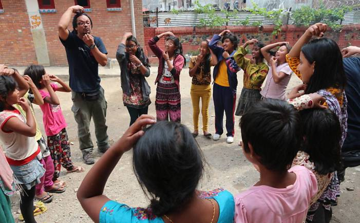 Pedagogia de emergência ajuda crianças 'machucadas de alma' a recuperarem a confiança