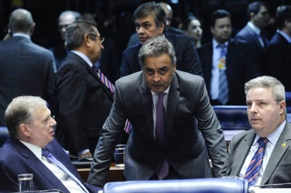 Parlamentares querem mudar Constituição e monopolizar poder de suspender mandatos