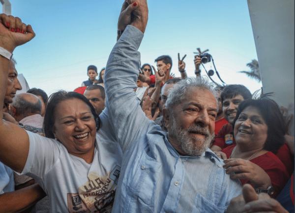 Uma democracia não pode impedir um líder político da dimensão de Lula de concorrer