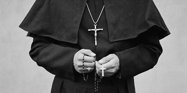 Papa discute fim do celibato dos padres