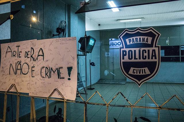 Polícia Militar prende artistas e confisca equipamentos de som em Curitiba