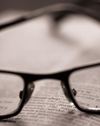 Un DNI y una viejas gafas de leer