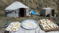 Le fromage en boule 'kurut' (prononcé 'croute') est très sec, fort et salé.