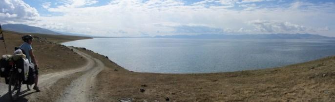 Aujourd'hui petite journée de vélo sur la rive nord du lac. Les jambes tirent un peu.