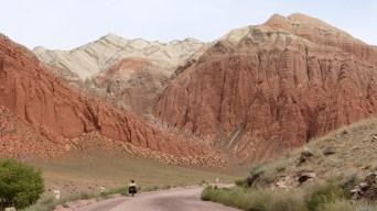 La vallée de Suusamyr offre des beaux paysages.