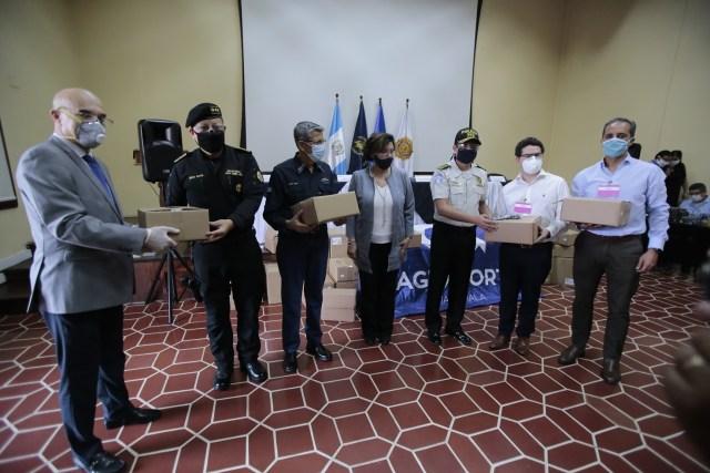 Exportadores suman esfuerzos y donan 71 mil mascarillas para agentes de la PNC
