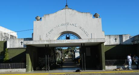 Lo aprehendieron robando placas del Cementerio Municipal.