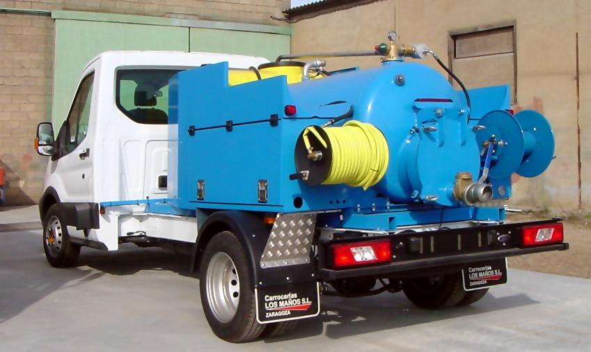 maquina desatascos sobre camion de 3500 kgs