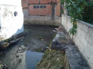 Km 26 - Córrego, ou melhor, esgoto a céu aberto na S. Miguel x Boaventura