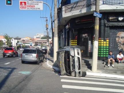 Mais um flagra de acidente de trânsito numa manhã tranquila