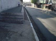 Calçada com degraus irregulares na Rua Santíssimo Redentor (Igreja da Penha)