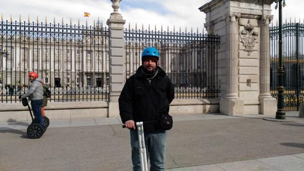 Alex no Palácio Real (é difícil tirar fotos enquanto te equilibras num Segway!!!)