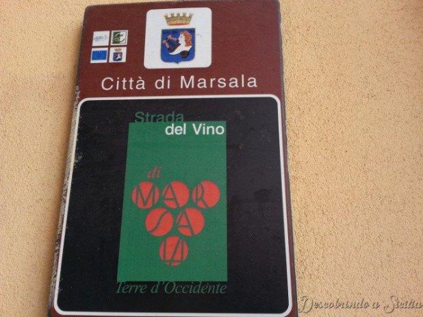 Placa que indica a Estrada do Vinho Marsala