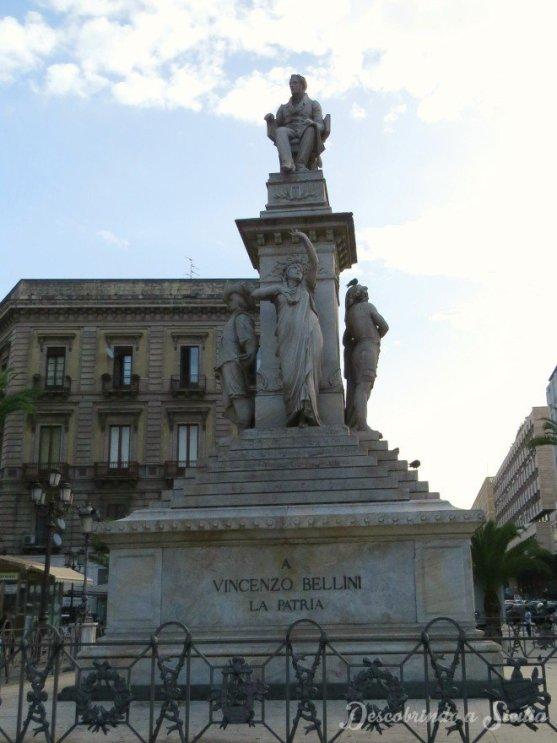 Monumento à Vincenzo Bellini na Piazza Stesicoro, centro de Catânia