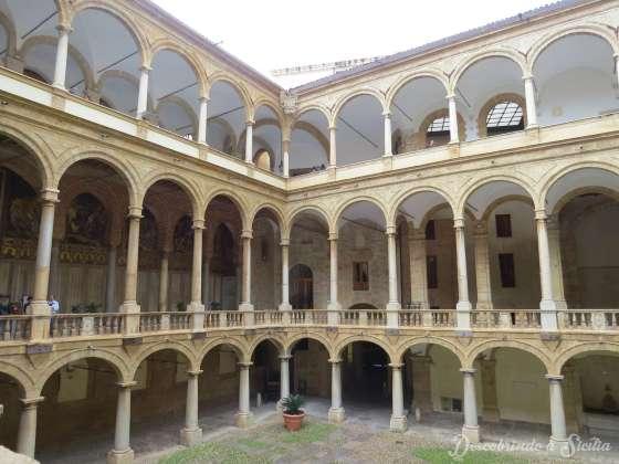 pátio palacio dos normandos