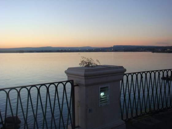 Anoitecendo em Ortigia