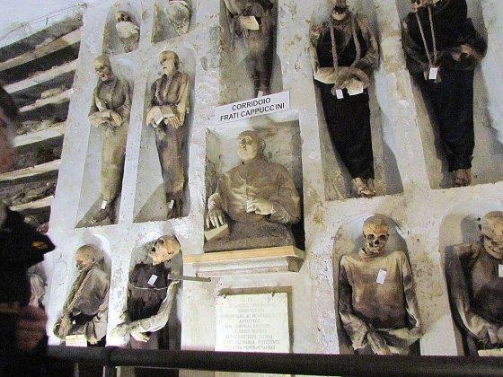 As múmias mais antigas das catacumbas são aquelas da ala dos frades.