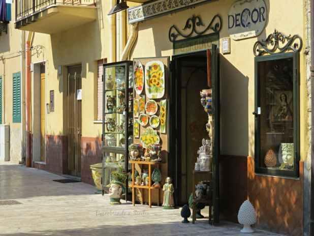 Loja de cerâmica siciliana