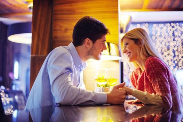 como manter um homem interessado no primeiro encontro