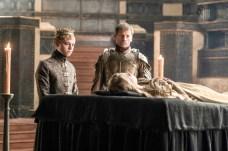 Dean-Charles Chapman como Tommen Baratheon y Nikolaj Coster-Waldau como Jaime Lannister