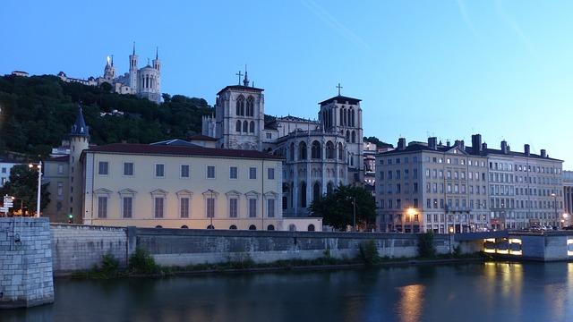 lyon frança visitar em português bate-volta paris o que visitar ao redor de paris