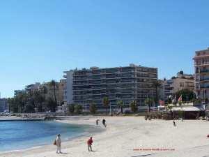 Uma linda e longa praia de Toulon.