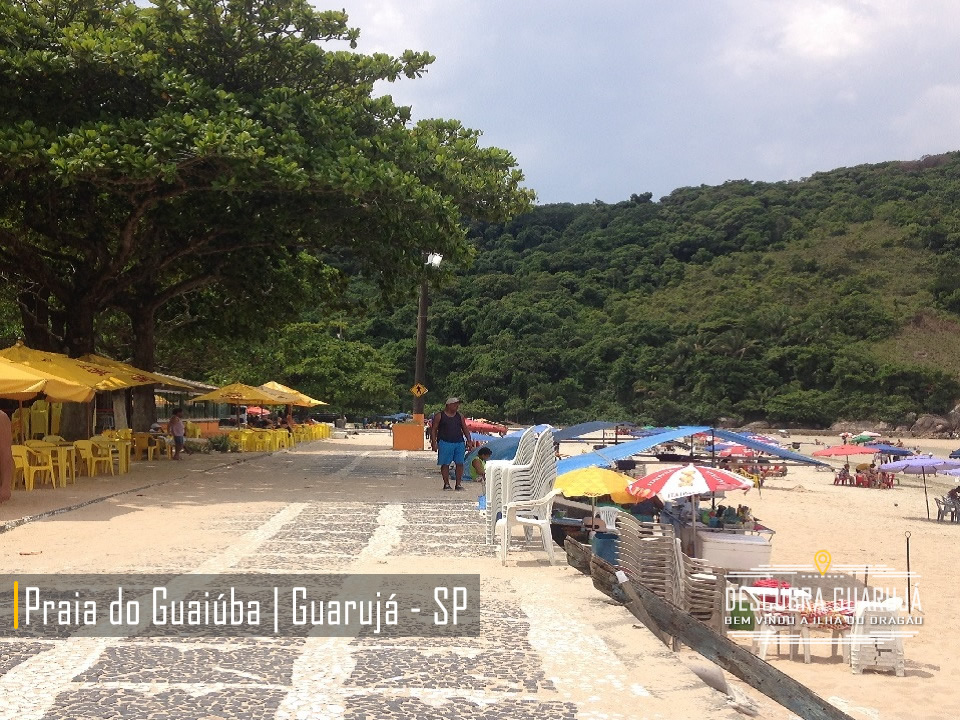 Quiosque e barracas da Praia do Guaiuba - Guarujá