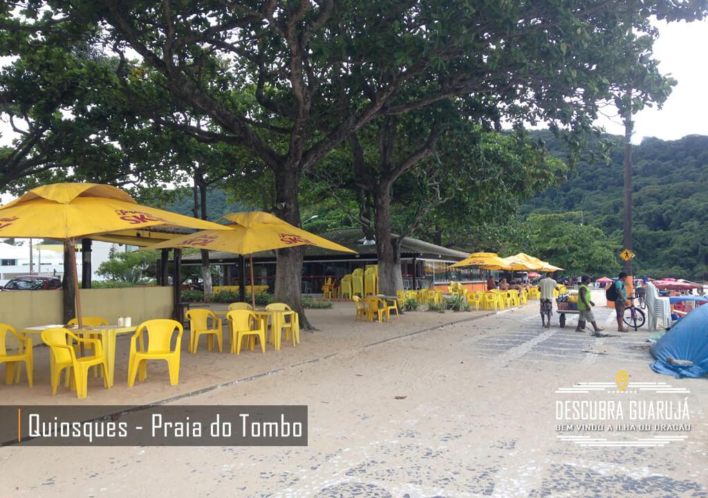 Quiosques na Beira da Praia do Tombo em Guarujá