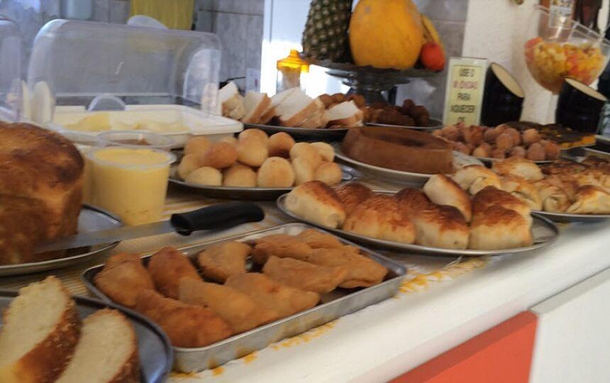 Cafe da Manha na Pousada Sorocotuba Enseada Guarujá