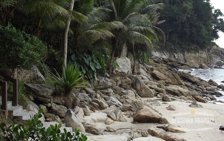 Lado Esquerdo da Praia do Sorocotuba Guarujá SP