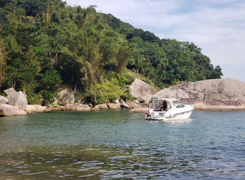 Passeios de Lancha pelas praias de Guarujá