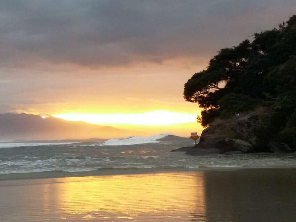 Por do sol na Praia de Itaguare