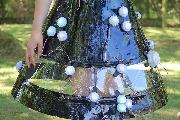"""irene_verde_002 Un vestido que """"siente"""" el  medio ambiente"""